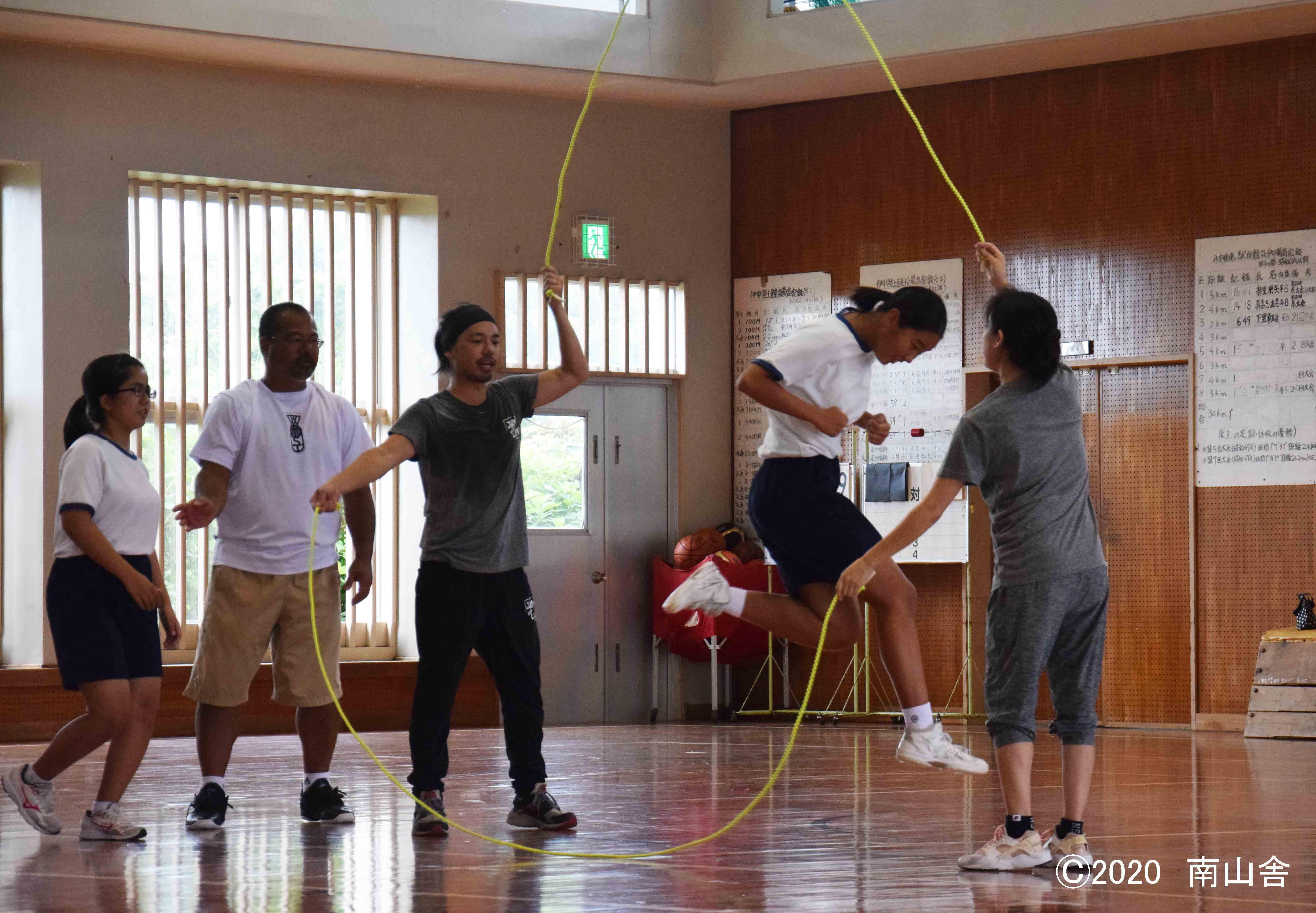 技 ダブル ダッチ ダブルダッチを体育授業に導入するのに必要な「集団への教え方」という視点 なわとび1本で何でもできるのだ