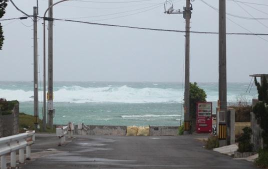 台風15号の暴風圏接近