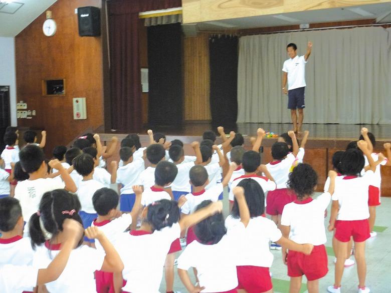 市内の幼稚園が合同で『親子体操』を実施