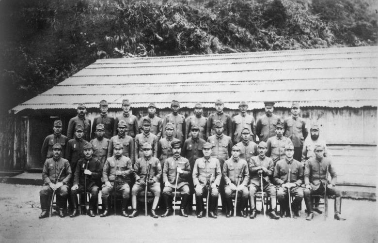 船浮要塞の将校たち