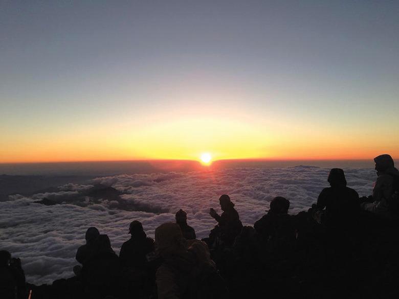 21人が富士登山に挑戦