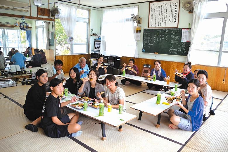 竹富島 種子取祭 稽古中の昼ごはん